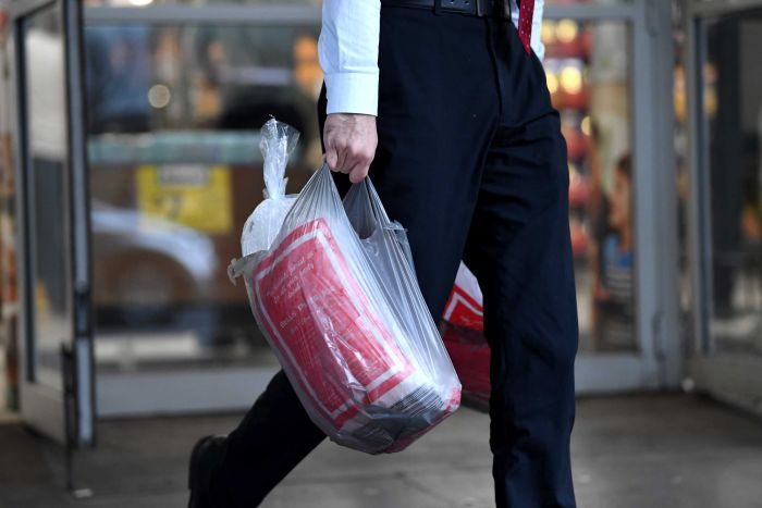 Men avoid reusable shopping bags to not look gay 男性为什么不喜欢使用购物袋